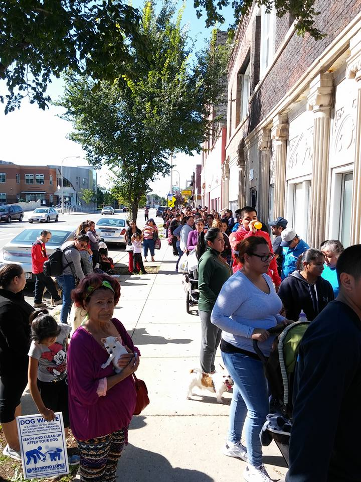 Chicago residents lining up for the clinic.